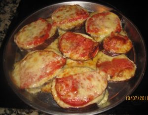 Berenjenas con tomate y queso - a really tasty supper!